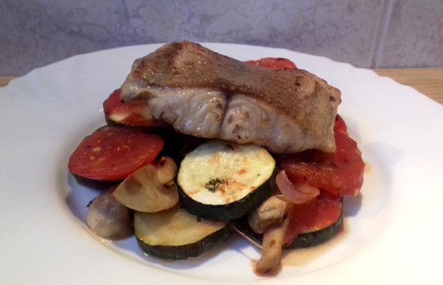 tepsiben sült hal zöldséggel
