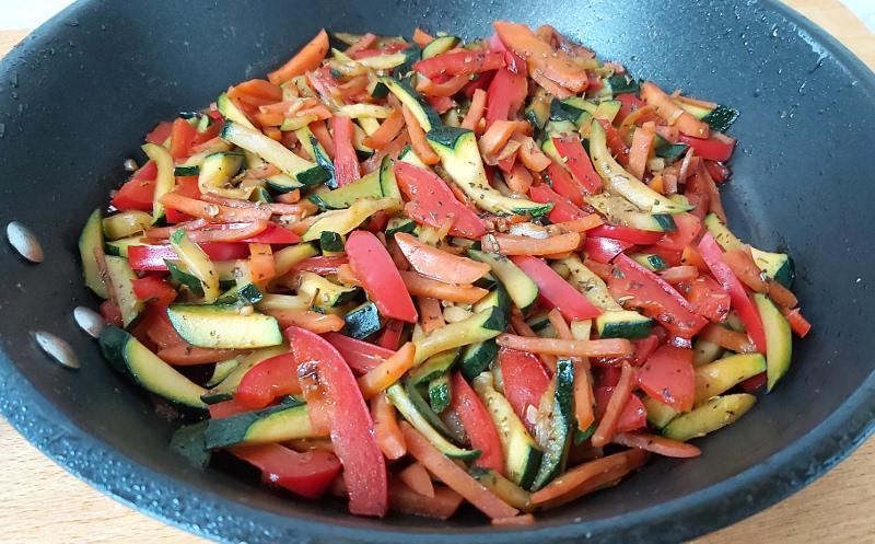 cukkinis párolt zöldség