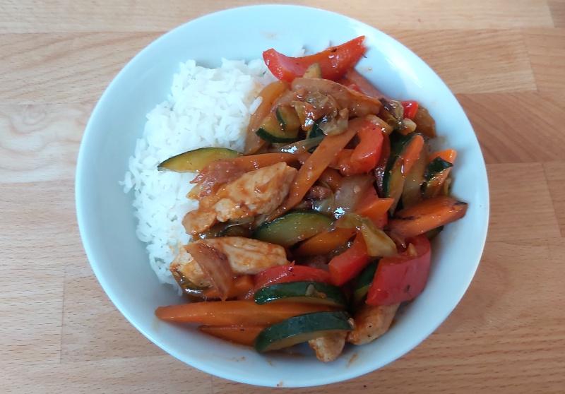 zöldséges csirkés stir fry rizzsel