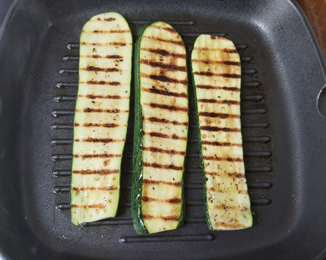 cukkini grill serpenyőben